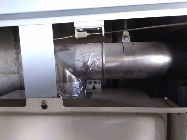 上方排気型給湯器の排気筒接続工事