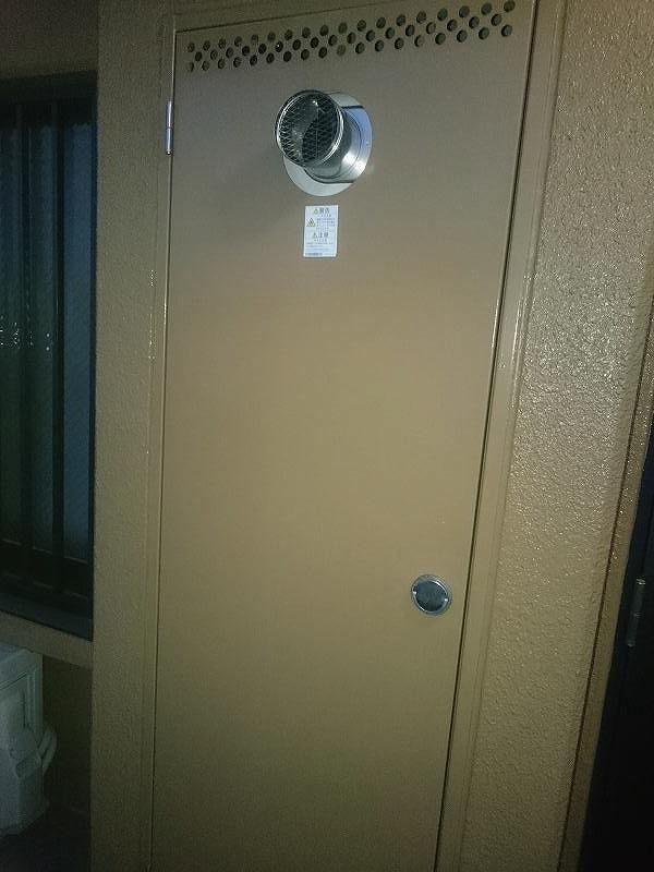 リンナイ扉内設置型RUFH-A2400AT設置後の扉を締めた状態